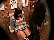 居酒屋のトイレで酔った女の子にフェラ強要