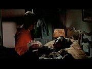 Женщина сует в зад метровый шланг