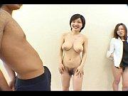 お金ほしさに裸になる巨乳お姉さん!