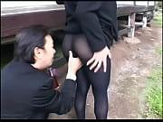 熟女の無料jukujyo動画。       喪服の熟女が喪服姿のままお尻を突き出して誘惑