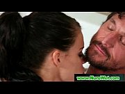 порно смотреть как отец кончает дочке в киску