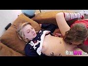 как молодая девушка рожает порно