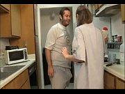 Муж зстукал жену с любоником в кровате