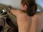 Видео волосатый анал в ванной моет дочку