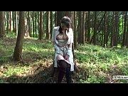【熟女】大きくエッチな乳輪の人妻が野外露出。スタイルの良いエロ顔の美人熟女