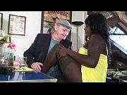 Видео молодая девушка лижет у старухи клитор
