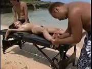 ビーチでベッドにお姉さんを拘束してローションを塗りまくって体をいじる。 | エッチ動画@XVIDEOSまとめ