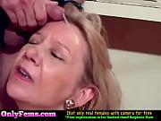 порно виде с брюнеткой в массажной комнате