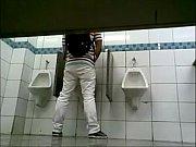 Pegaçã em banheiro de super ...
