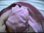 【xvideos】 義理の姉の洗濯前のパンティー、今日は、白くマンコの部分に汚れが・・・白いのはマン汁?リアルでそそる・・・