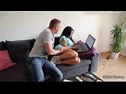 Видео женщина сильно дрочит член