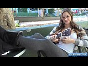 Порно видео парень лижит русским девкам