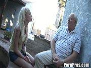 Девушка в сарафане раздевается