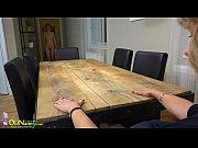 Рабыня целует у госпожи ступни ног фото