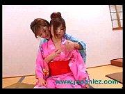 従来の Clo を着て日本のレズビアン.