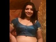 Picture Hot Indian Aunty removing saree