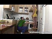 Смотреть девушка заставила парня лизать писю сев ему на лицо а сама ест