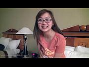 メガネでかわいい巨乳アジアン ガール フレンド fngers