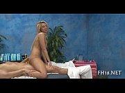 Видео кончает женщина при оргазме струйно