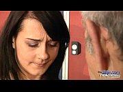 Мужчина целует женщине письку