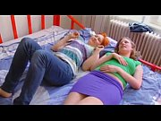 Негры трахают азиатку на диване