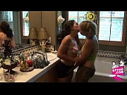 порно видео лесби мамашка вылизывает все выделения
