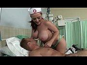 Enfermeira dos peitões com o paciente galego