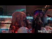 Порно фильм девушка с хуем и пиздой сасёт сома себе