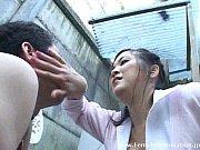 乳首に鈴をつけられたM男がぽっちゃり巨乳女王様に野外で調教される
