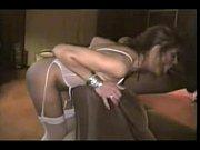 Порно играет со своей киской