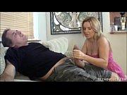 Девушка попросила пару заняться сексом чтобы потеребить свой клитор видео