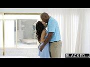 Negro careca traçando essa delícia de modelo