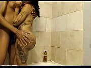 Sensual mulata empinada no banho transando