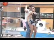 Секс с опрятной черноглазой женщиной в босоножках на щпильке