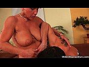 Сын трахае маму з друзями порно