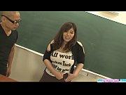 【免費a片】班花被男生關在課室裏強暴