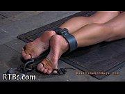 Жесткий фистинг руками в жопу мужику