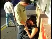 Picture Una chupadita en publico Gay