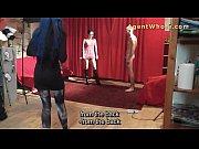 Девушка мастурбирует под столом и снимает на веб камеру