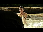 Brasileira famosa Cléo Pires na cena bem íntima