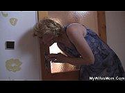 Видео как парень снимает нижнее бельё с девушки
