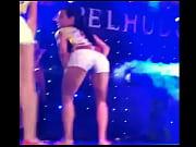 vídeo Novinha safada rebolando gostoso no show - http://deusasdoporno.com