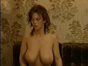 Порно видео одинокая мамочка друга