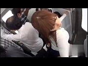 満員電車で茶髪ギャルが男に襲われ凌辱される!
