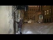 Показывает пизду в людных местах видео
