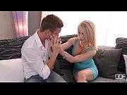 Peituda convencendo seu macho a deixa-la a foder com outro