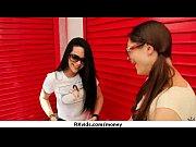 смотреть видео как лизбиянка трется писькой о попу другой лизбиянки