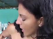 Morena peidando na cara da amiga