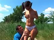 Порно мужик сует пальцы в жопу