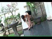 девушки прыгают на шарах
